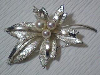 真珠のブローチ.jpg